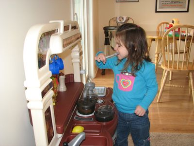 Kara 25 months kitchen set
