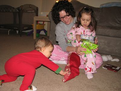 Christmas 09-6 Momma kids opening presents