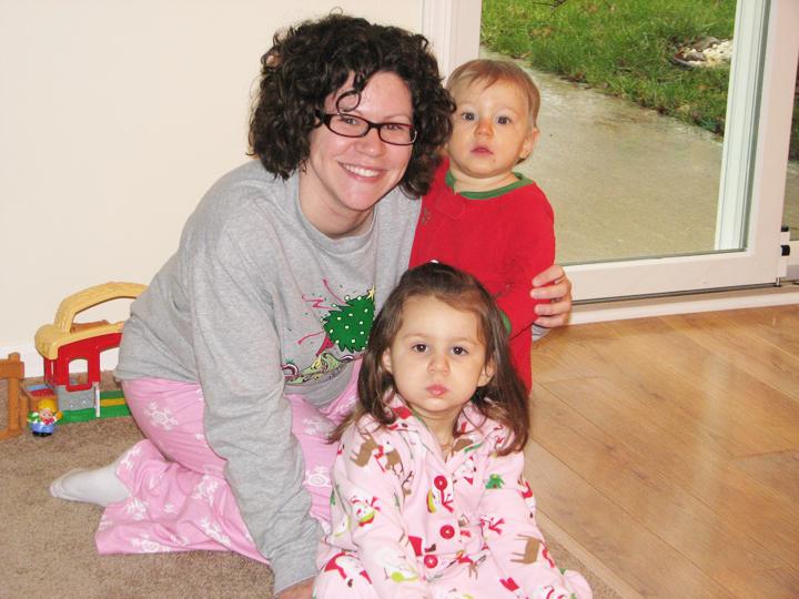 Christmas 09 Momma kids smiling